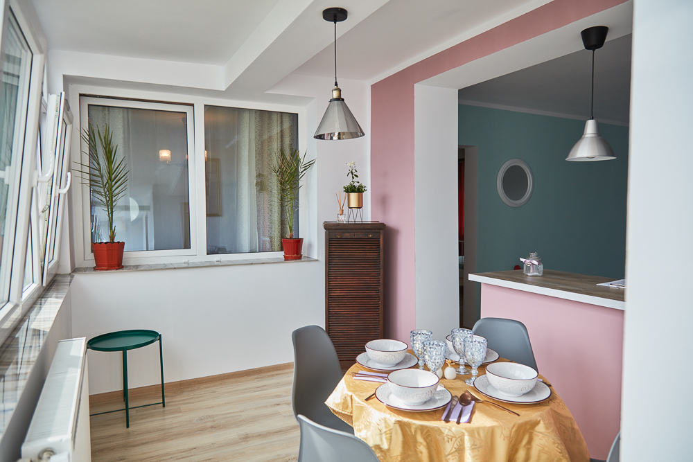 Cauti sa inchiriezi un apartament spatios cu 3 camere in Constanta? Rezerva Sofia City Apartment Cazare Constanta City Park Mall Rezervare